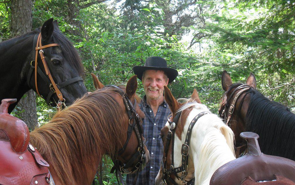 Randonnée d'équitation en forêt