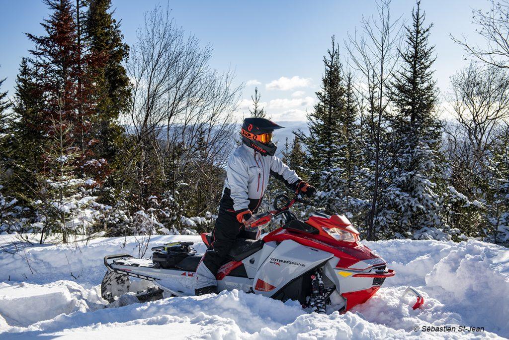 Expéditions guidées de motoneige Côte-Nord Saguenay